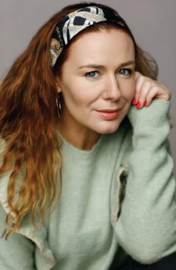 Katie Reddin Clancy British Voiceover Artist Elearning Image