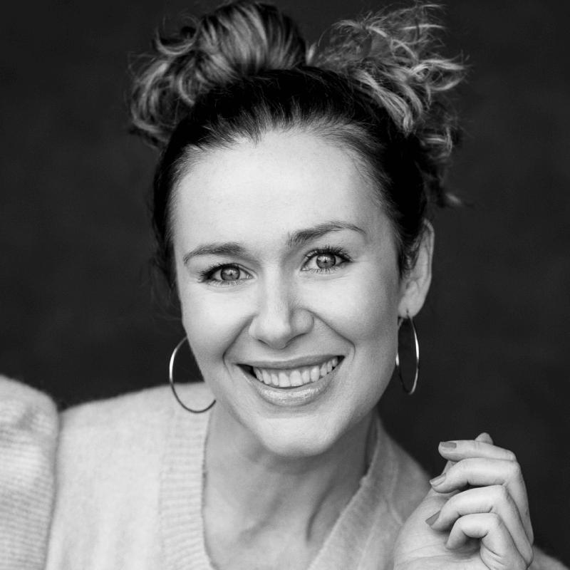 Katie Reddin Clancy British Voiceover Artist Headshots3