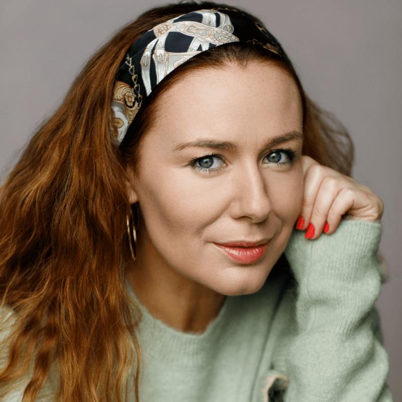 Katie Reddin Clancy British Voiceover Artist Headshots6