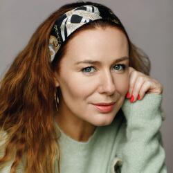 Katie Reddin Clancy British Voiceover Artist Comedy Headshots 3